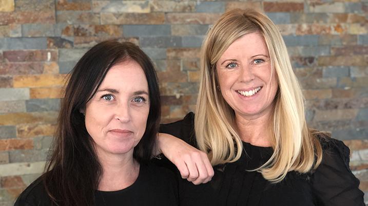 Erica Engström och Therese Boström inne på restaurangen Möruddens Brygga.