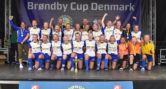 IFK Skoghall Dam F-04. Lagbild från Denmark Cup där laget tog guld.
