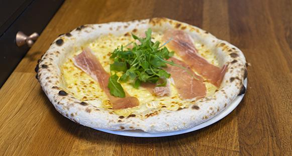 En färdig, god pizza från Bacceria.