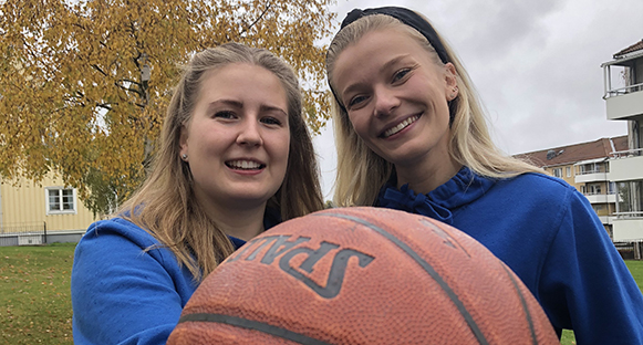 Victoria Alvasson och Bodil Holmblad som varit med och startat upp Hammarö Baskets nya damlag. Stor basketboll i framkant.