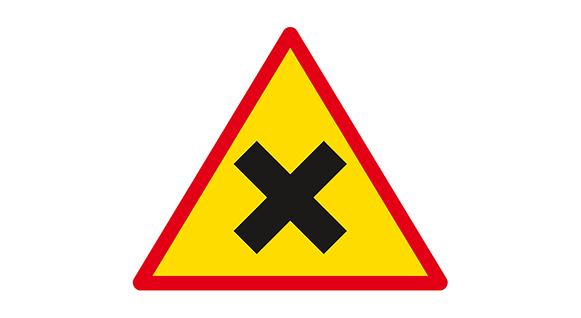 Trekantig varningsskylt som talar om att korsning där högerregeln gäller kommer.