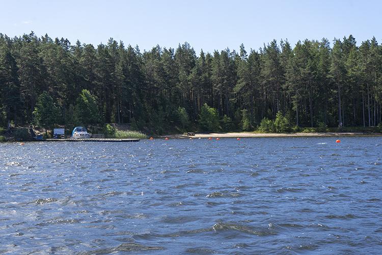 Badplatsen på Sööa sedd från sjön.