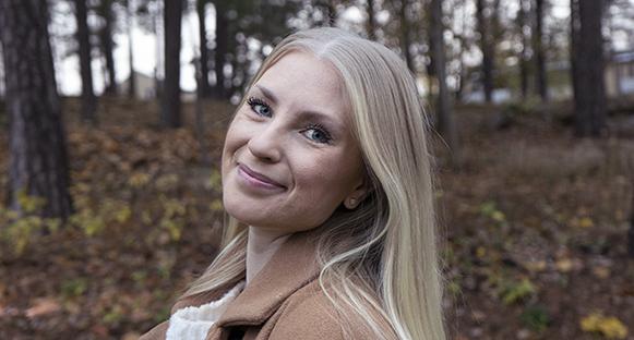 Jennifer Lennartsson är en konstnärinna som går en ljus framtid till mötes.