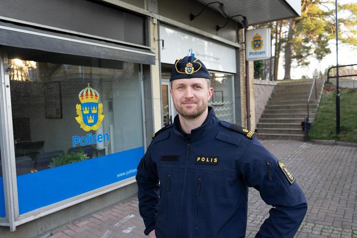 HammaröNytts egna poliskompis Anders.